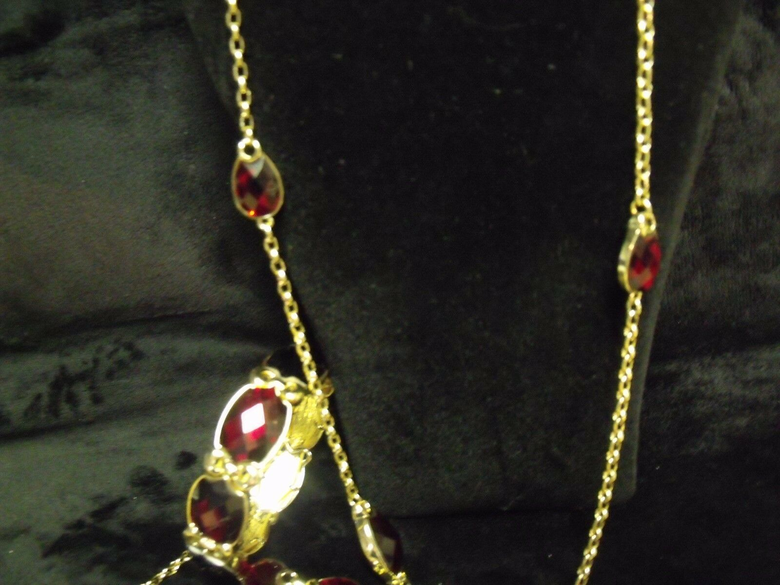 VINTAGE NAPIER RUBY LUCITE RHINESTONES AND GOLDTONE NECKLACE / BRACELET SET