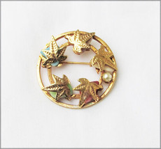 Sarah Coventry leaf wreath pin polished stones faux pearl gold tone 1 3/8 circle - $6.44