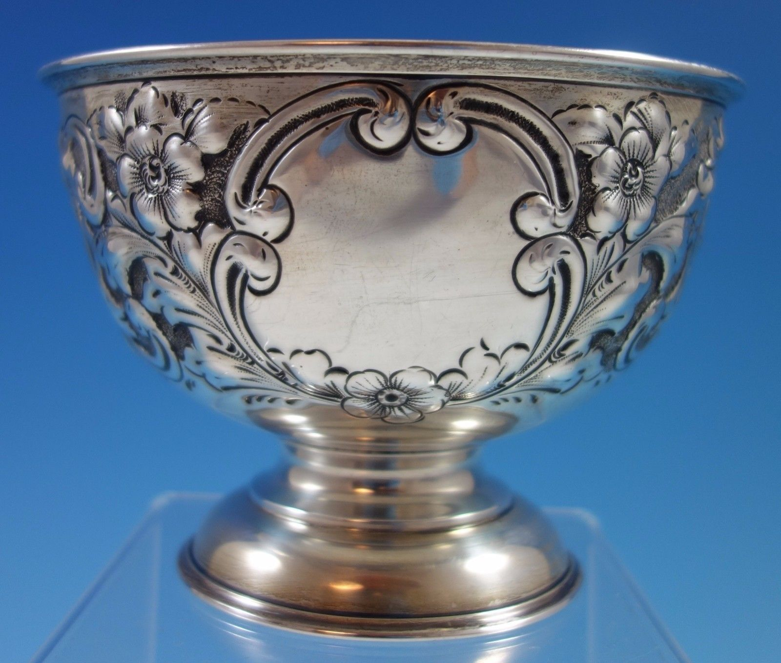 J. Gloster Ltd. English Sterling Silver Repoussed and Chased Pedastal Bowl #1651 image 3