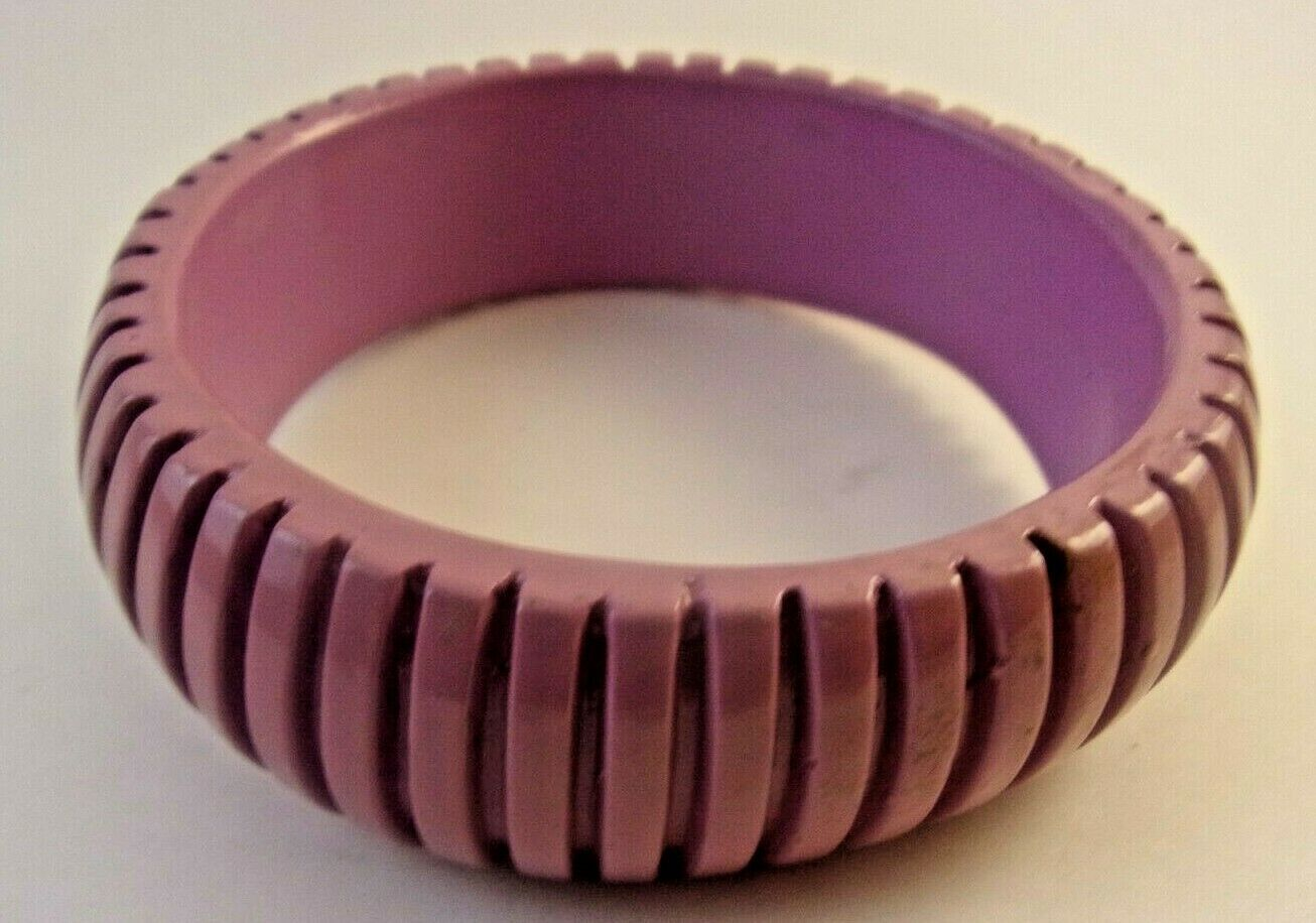 VINTAGE RETRO CHUNKY PLASTIC PURPLE LILAC RIBBED BANGLE BRACELET