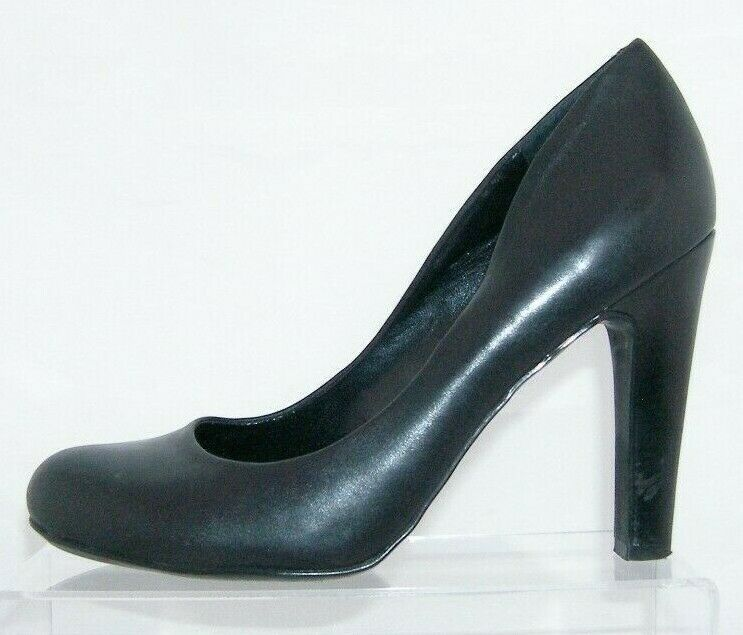 Jessica Simpson 'Jessica' black leather round toe slip on heel pump 7.5B 6799