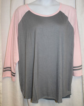 NEW WOMENS PLUS SIZE 4X 28W/30W  GRAY & PINK BASEBALL  TOP  WITH STRIPED... - $19.34