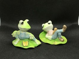 Vintage Homco Pair of Frogs sitting on Lilly Pad with Worm and Butterfly... - $11.40