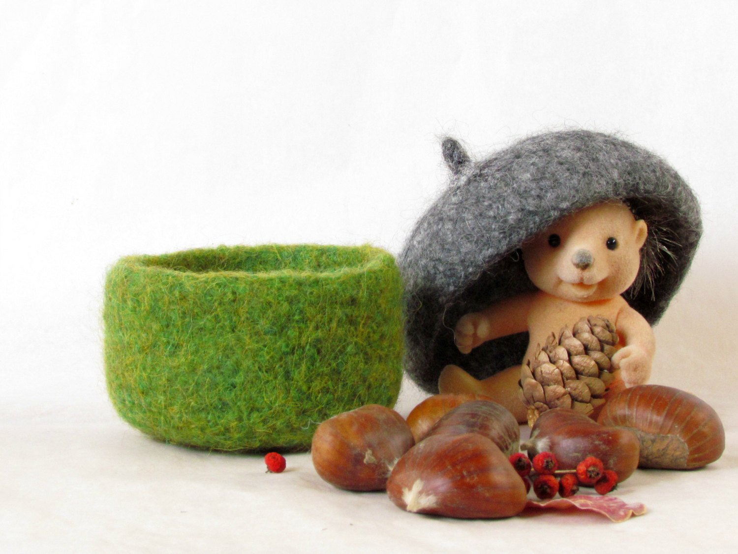 Felted acorn bowl - Organic eco-friendly - waldorf toy - Grey and green -