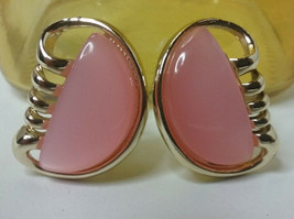 "Vintage Jewelry: 1"" Pink ""Coro"" Clip On Earrings 01-04-2019 - $10.88"