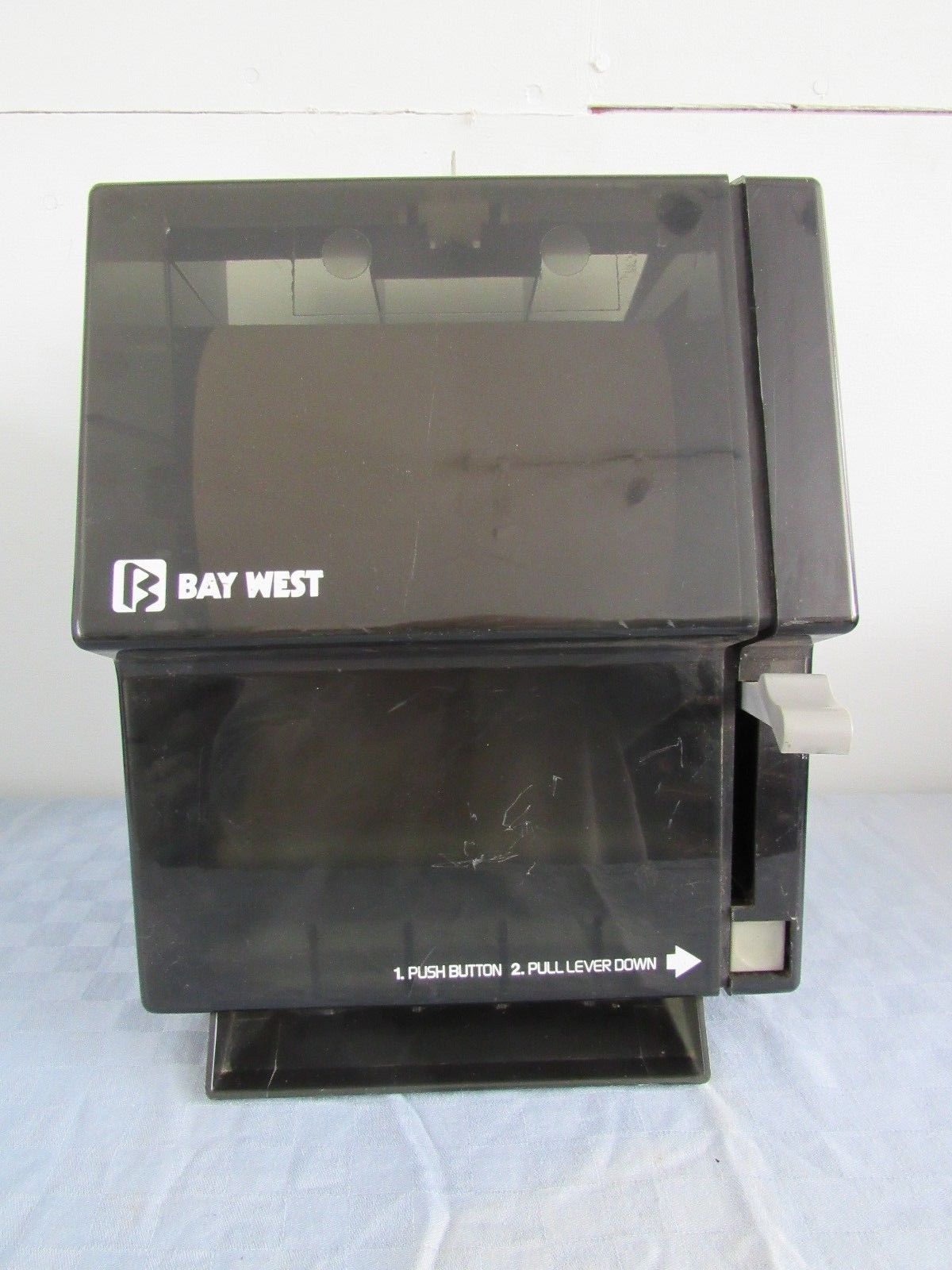 Bay West Paper Towel Dispenser With Key