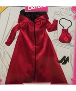 Barbie Fashion Avenue Exclusive Edition Red Coat Collection Barbie 1999 - $38.02