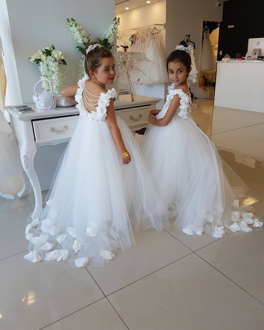 White Wedding Flower Girls Dresses Cute Tull Kids Gowns 2018 Pearls Child Dress image 3