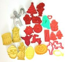 Plastic Metal Vintage Cookie Cutters HRM Wilton Tupperware Hallmark Lot ... - $29.61