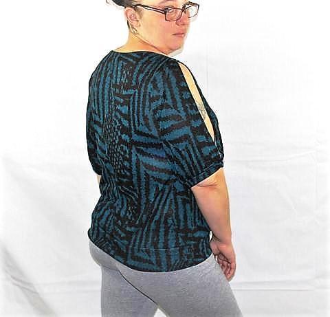Plus size cut out shoulder printed blouse