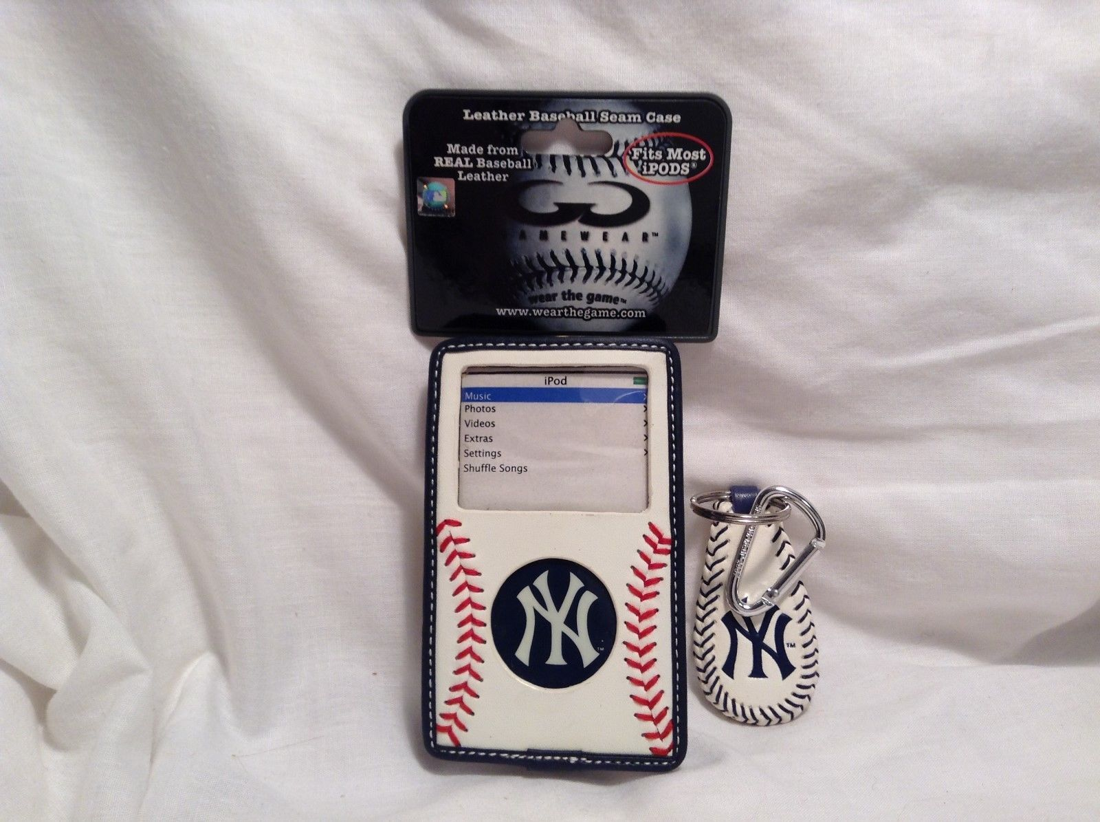 NEW MLB NY Yankees iPod Classic Leather Case and Key Chain