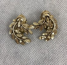 Gold Tone Leaves Branch Vintage Clip On Earrings Collectible Gift - $7.70