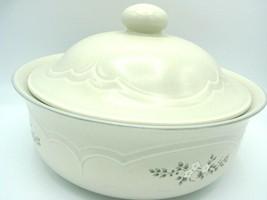 Pristine Pfaltzgraff Heirloom Covered Casserole Dish 8.75 2 Quart White Flowers - $27.81