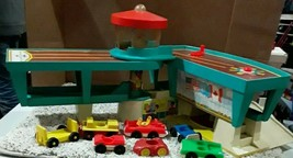 Vintage 1972 FISHER-PRICE Little People Play Family Airport #996 w/ Accessories - $48.49