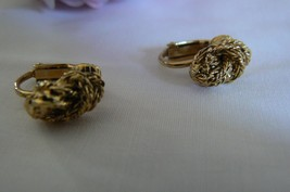 Cute Vintage Avon Gold Tone Nugget Clip On Earrings - $11.87
