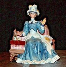 Miss Albee Award Figurine with Box Avon AA20-2155 Vintage image 2