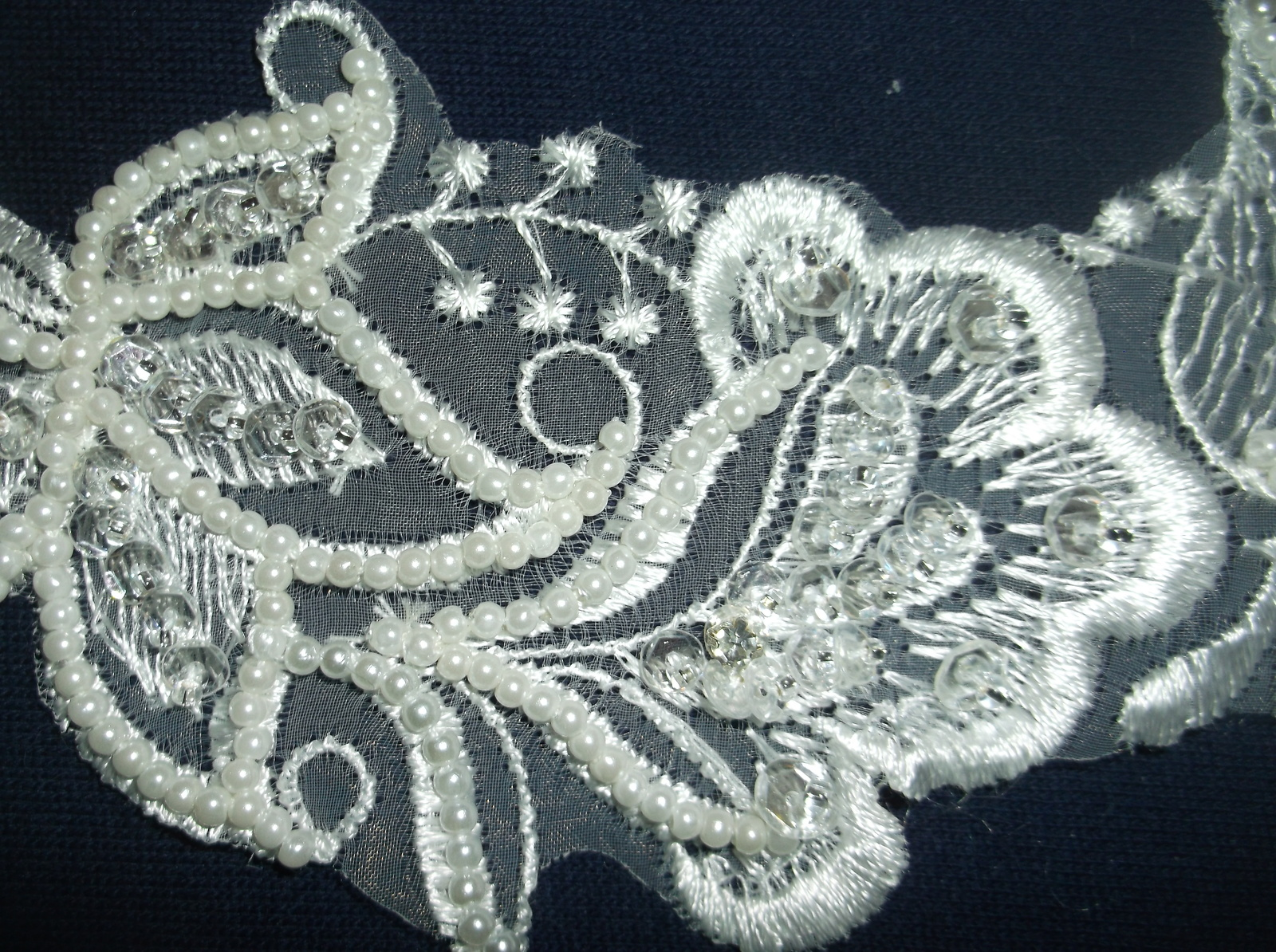 Apl bed silver single d beaded applique d on white net