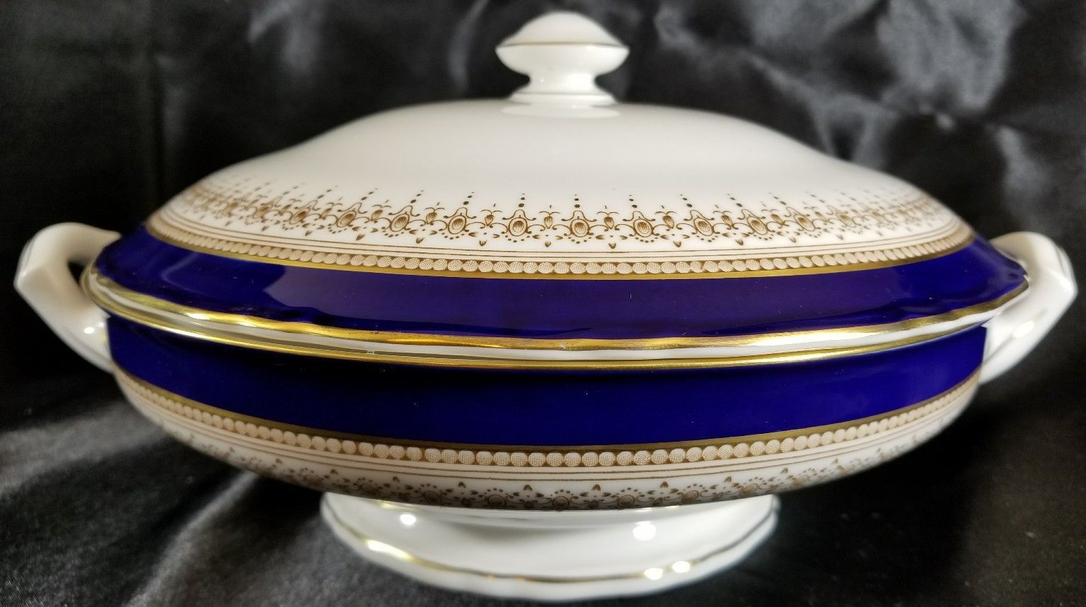 Royal Worcester REGENCY Blue Covered Vegetable Bowl Mint
