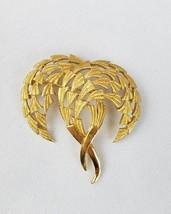 Vintage Trifari gold tone brooch pin jewelry - $30.64