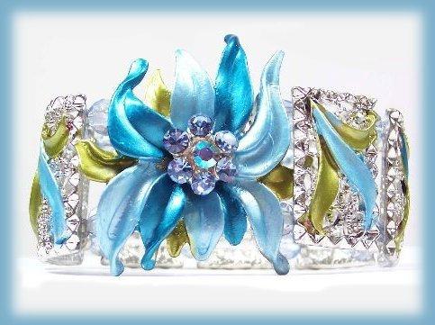 Brac blue flame floral front