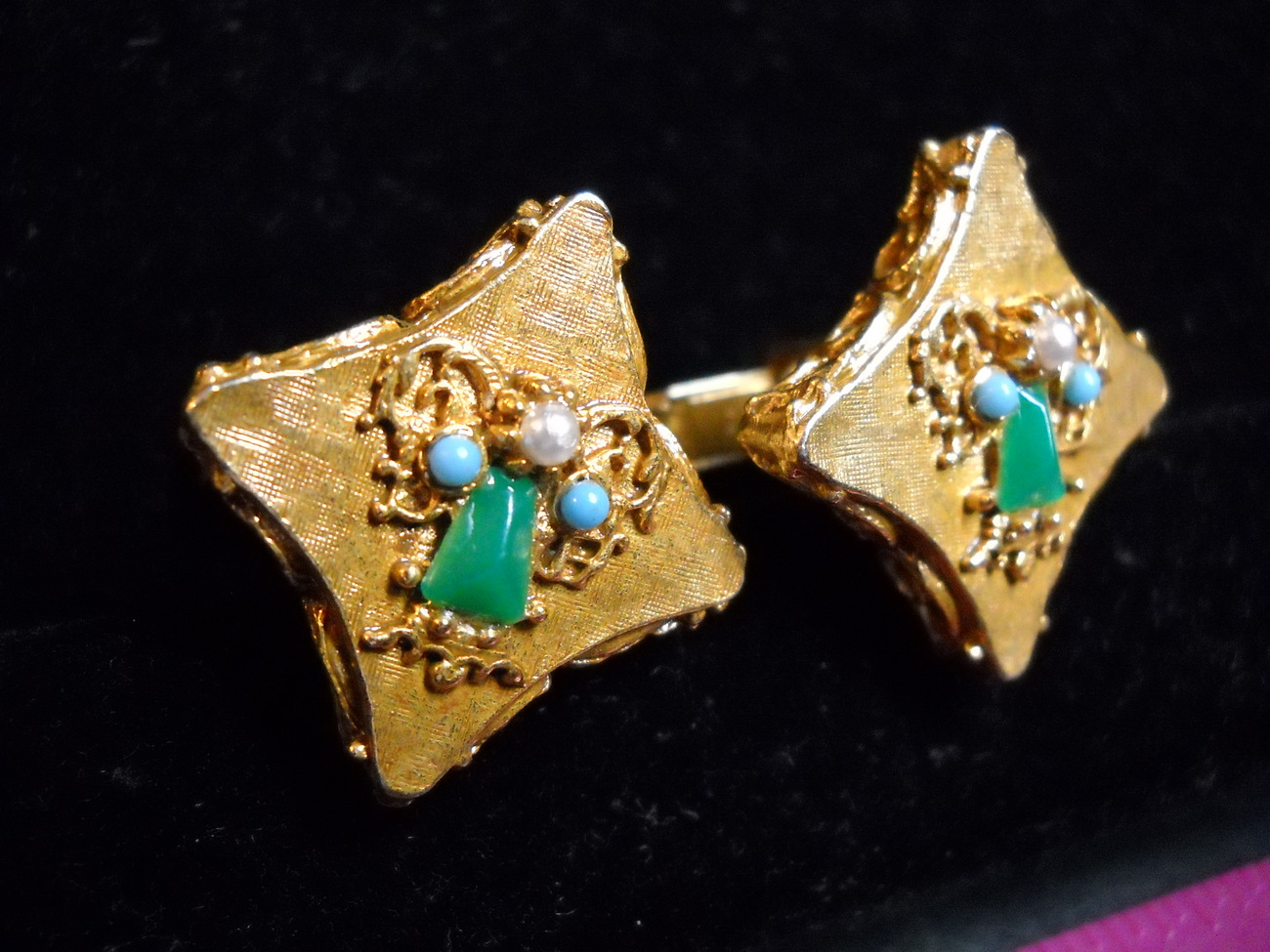 Cuff links gold with green   pearl angels 06