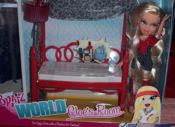 Bratz World Cloe's Room + Cloe Doll NEW 2 in 1 Bed