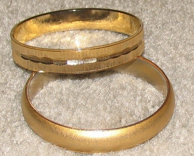 Vintage Costume Jewelry 2 Goldtone Bangle Bracelets
