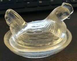 VINTAGE SMALL CLEAR GLASS CHICKEN CANDY DISH ON NEST BASKET - MINT CONDI... - $9.50