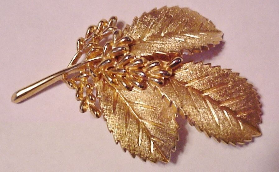 Crown Trifari Leaf Pin Brooch Gold Tone Metal Excellent! Vintage Signed