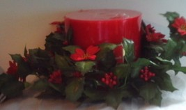 Premier Three Wick Cinnamon Scented Pillar Candle With Wreath NEW - $1.95