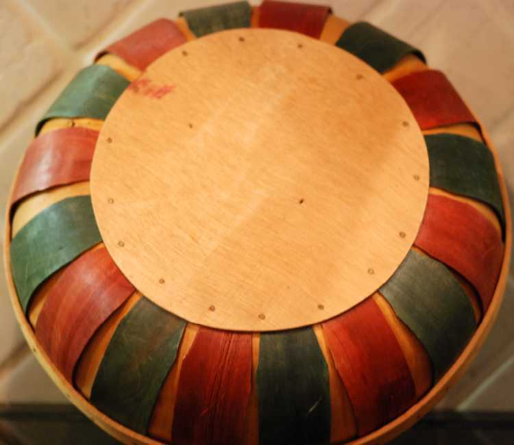 Dsc 1884 red green wood basket