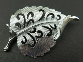 Vintage Gerry's Signed Leaf Brooch Silver Tone Retro Fashion - $10.00