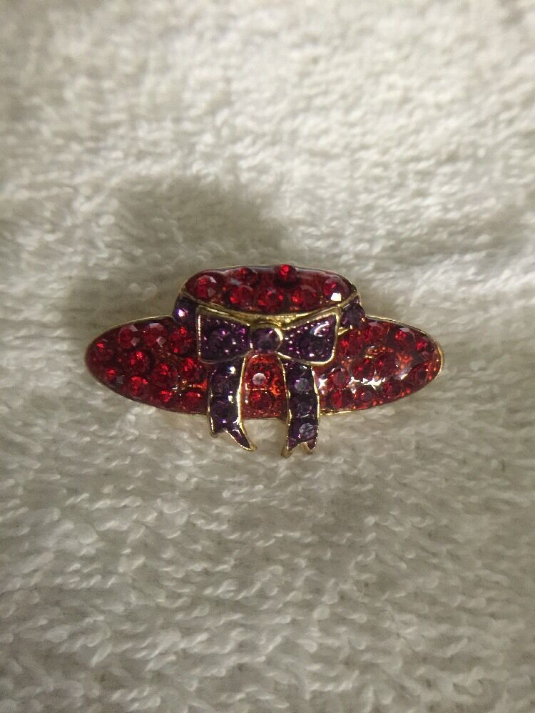 Vintage Red Hat Society Glass & Metal Lapel Brooch Pin image 5