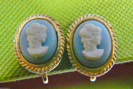 Vintage Small White on Blue Cameo clips earrings Gorgeous Oval Gold tone - $15.05