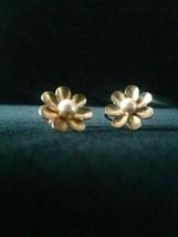 Vintage 50s golden flower and center pearl screw back earrings