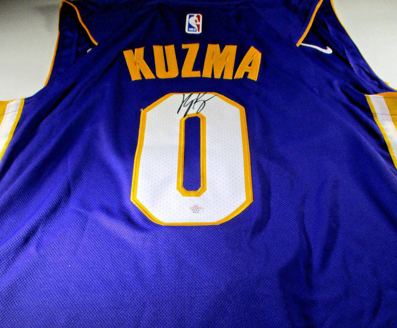 quality design 0f3f0 7f631 KYLE KUZMA / LOS ANGELES LAKERS / HAND SIGNED LAKERS NBA