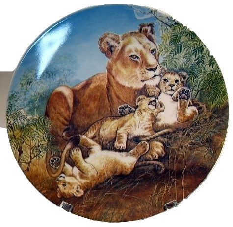 Lion and cubs collector plate  'A Watchful Eye' 1981