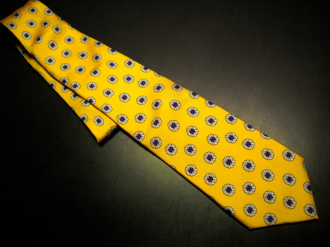 Tie brooks brothers makers yellow with white blooms 05