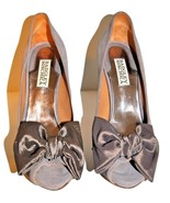 NIB GORGEOUS BADGLEY MISCHKA SAIL SIZE 7.5 TAUPE SUEDE PEEP TOE BOW PUMP... - $80.18