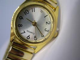 L40, Ladies Dress Watch, Gold Tone Flex Band, Silver Face, wb - $13.99