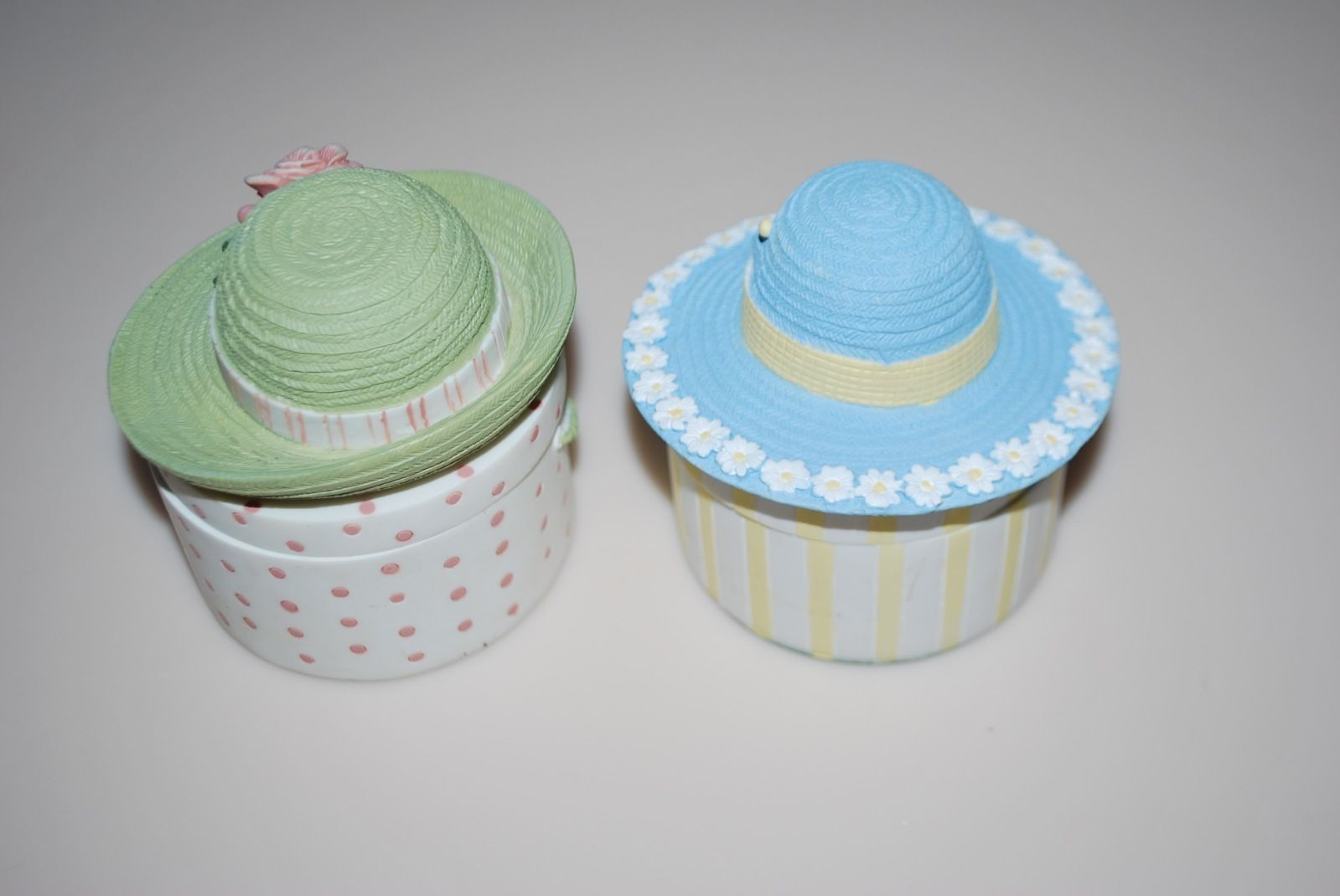 Two's Company Ceramic Hat Box Trinket Boxes Green Flower Daisy Blue Yellow Lot