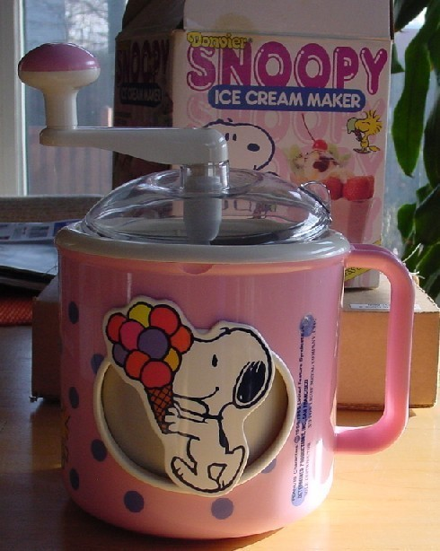 Peanuts Snoopy Vintage Donvier Ice Cream Maker