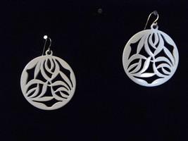 Beautiful Pair Pierced Earrings White Design Costume Fashion Jewelry - $10.66