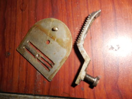 Damascus Grand Rotary Throat Plate w/Feed Dog + Screws Used Working Parts - $16.00
