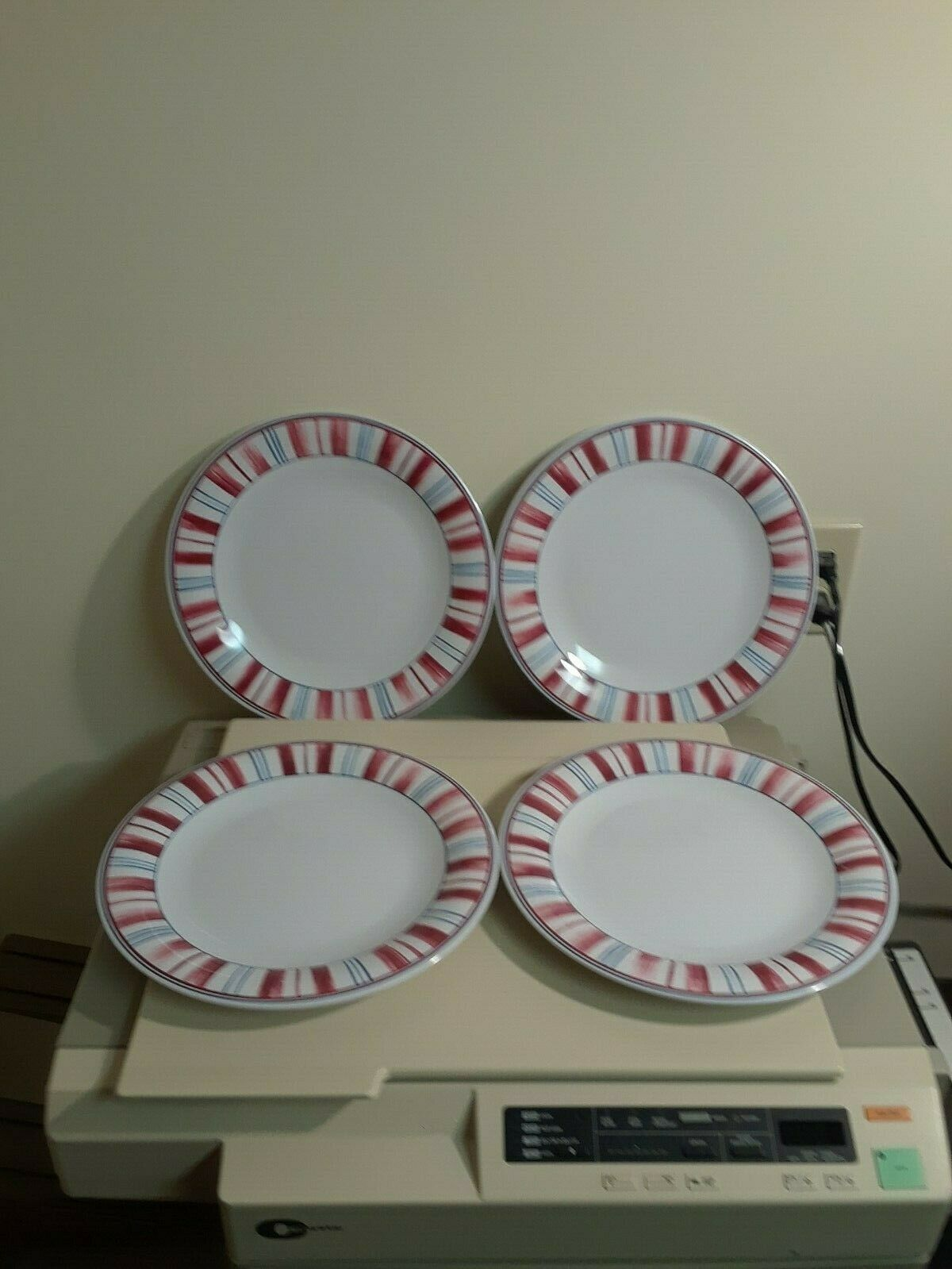 Primary image for Longaberger Stars and Stripes Melamine Plates - Set of 4 - Dinner Plates
