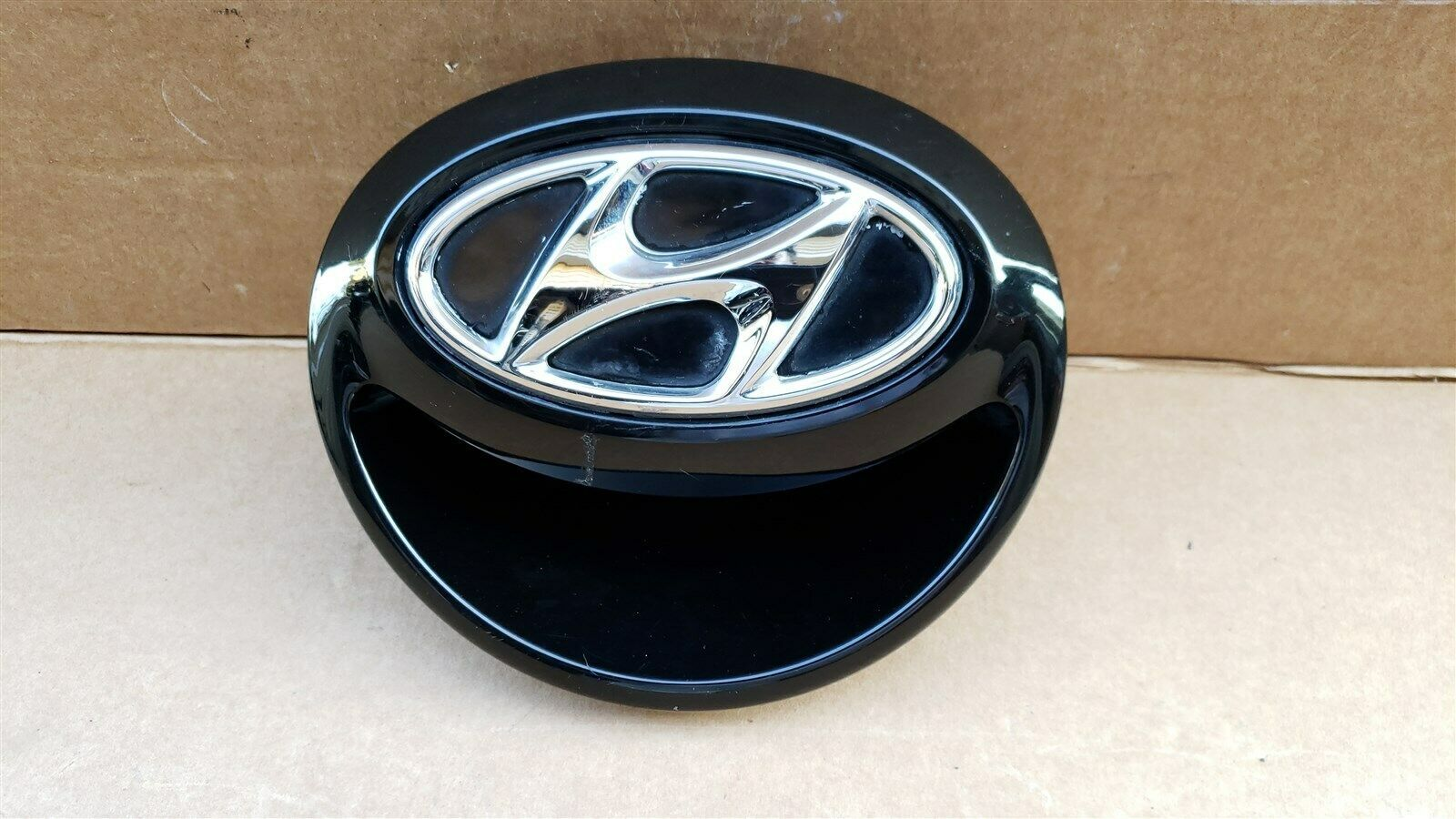 12-16 Hyundai Veloster Rear Hatch Handle Tailgate Emblem
