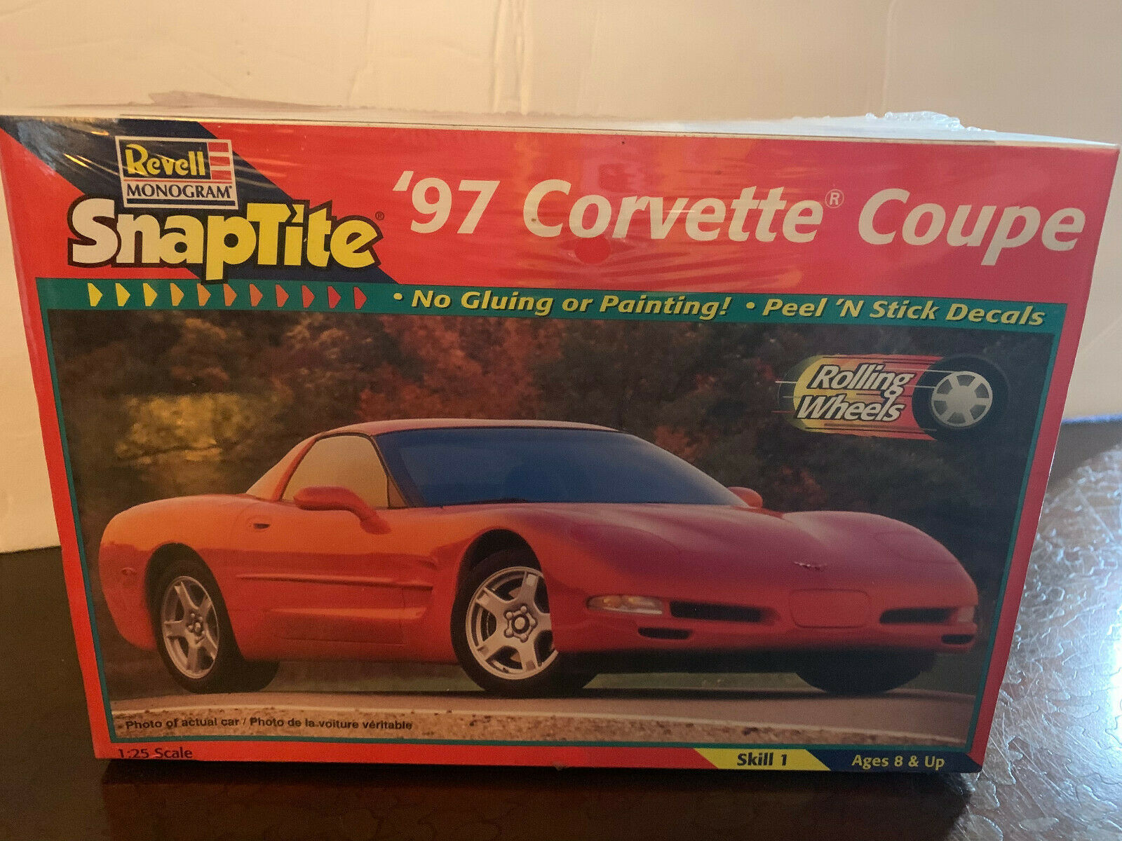 Revell Monogram Snaptite 1997 Corvette Coupe 1:25 Model MIB new c1998