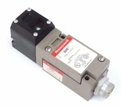 HONEYWELL SDS-C1MPS1 LIMIT SWITCH & SDS-CZMPB51 W/ MPC4 PHOTOELECTRIC HEAD