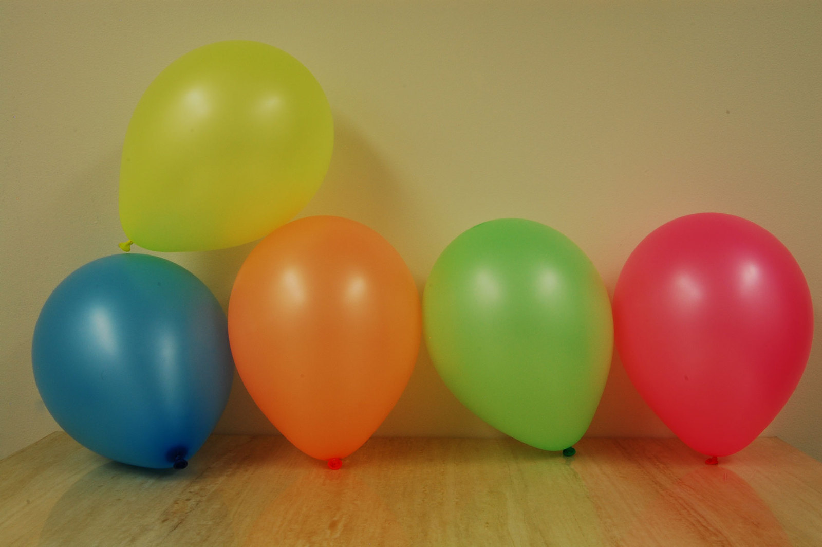 12oz 40ct Assorted Blacklight Reactive Hard Plastic Cups + Blacklight Balloons