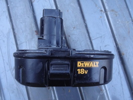 DEWALT   DC9099  CORDLESS BATTERY  ONLY   NICE  USED SHAPE  WORKS WELL 1... - $25.99